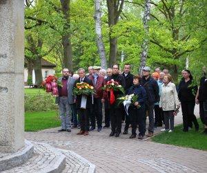 Friedhof Ludwigsfelde Kranzniederlegung Mahnmal