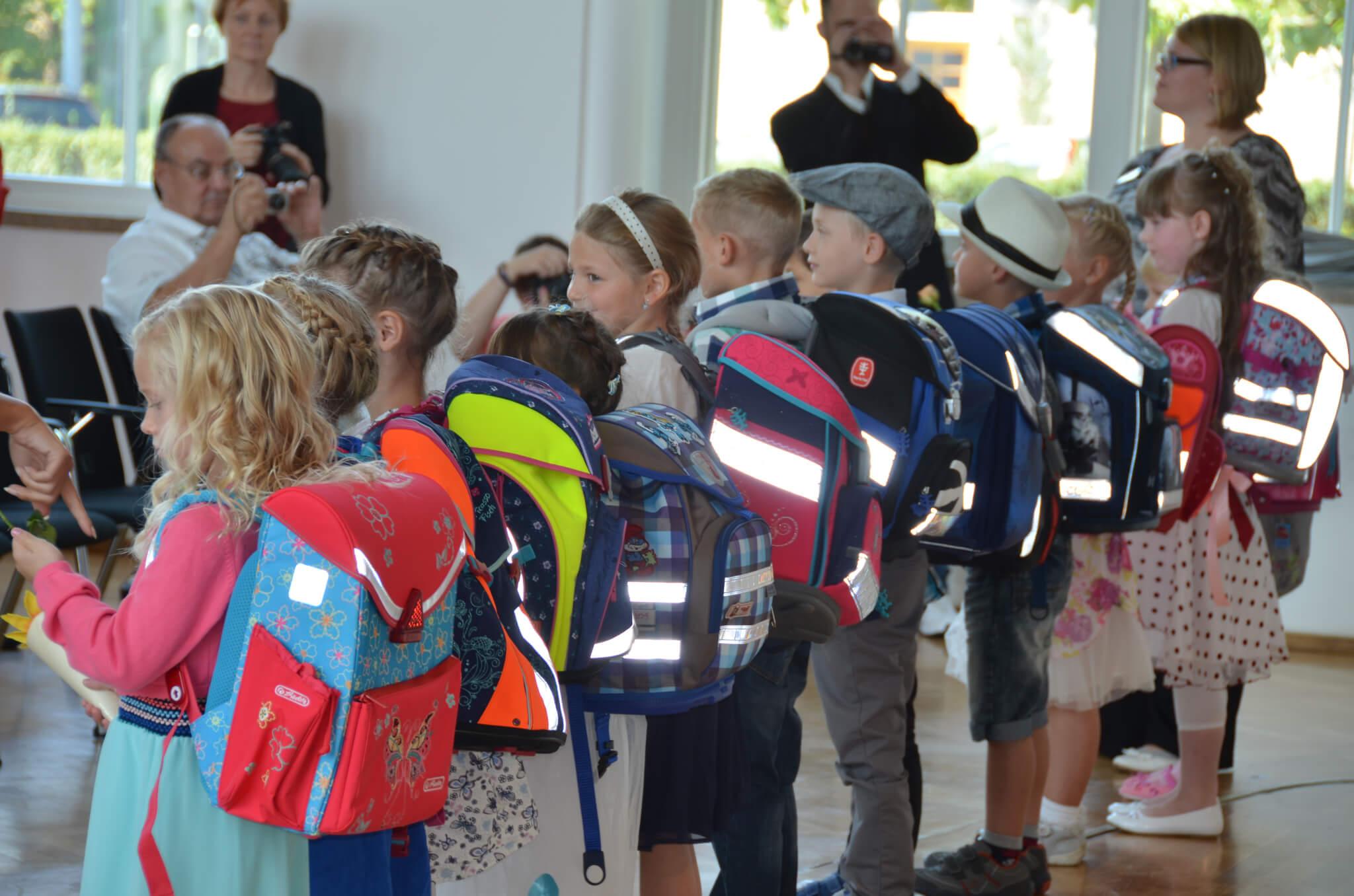 Einschulung, Schulranzen, Mappe, Kinder