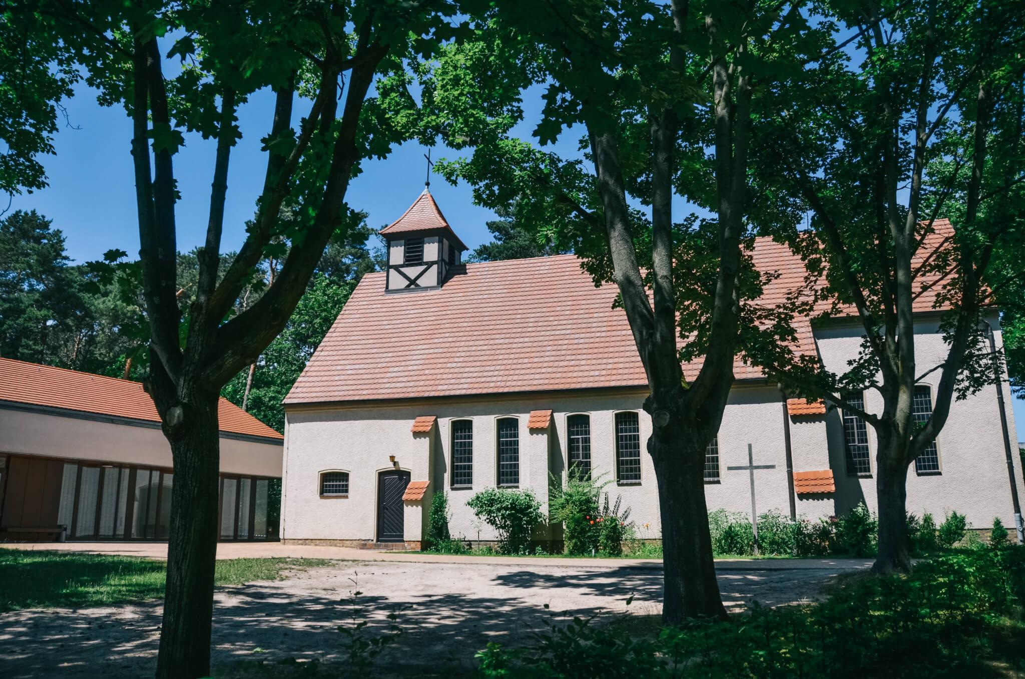 Evangelische Kirche Ludwigsfelde grün